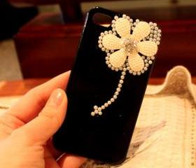 Pearl Daisy cute iPhone 4 Case,Cute iphone 4 Case, floral iphone 4 case, rhinestone iphone 4 case Black iPhone 4 Case
